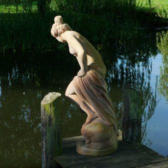 Bagnante-statue_340